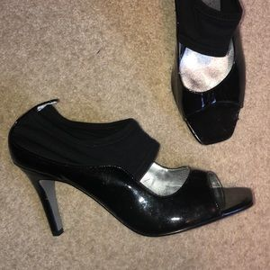 Black open toed pumps